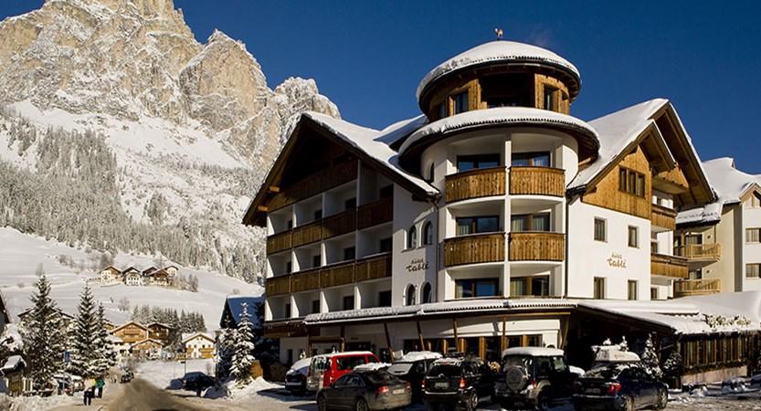 italy_dolomites_corvara_hotel-table_exterior.jpg