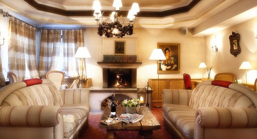 italy_dolomites_corvara_hotel-table_lounge2.jpg