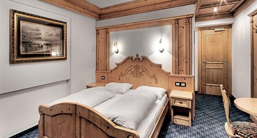 italy_dolomites_corvara_garni-bracun_bedroom3.jpg