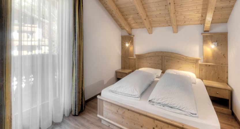 italy_dolomites_corvara_garni-bracun_bedroom4.jpg