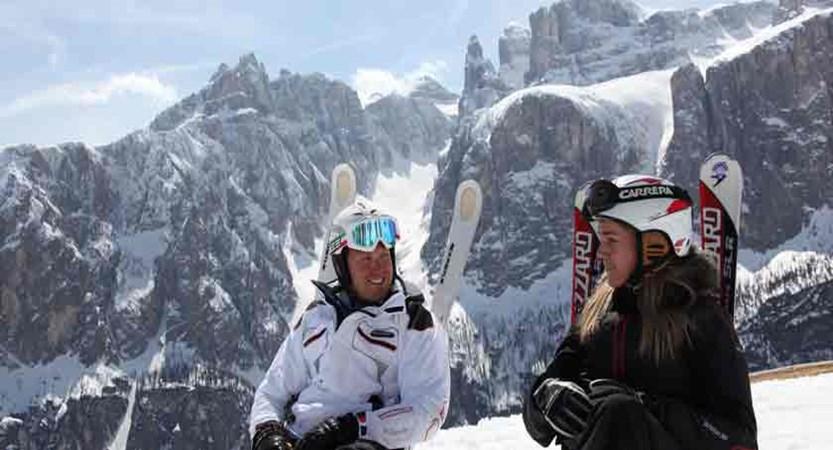 italy_dolomites_corvara_skiers2.jpg