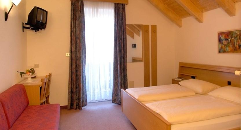 italy_dolomites_kronplatz_hotel-teresa_bedroom3.jpg