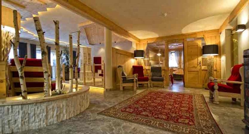 italy_dolomites_kronplatz_hotel-teresa_reception.jpg