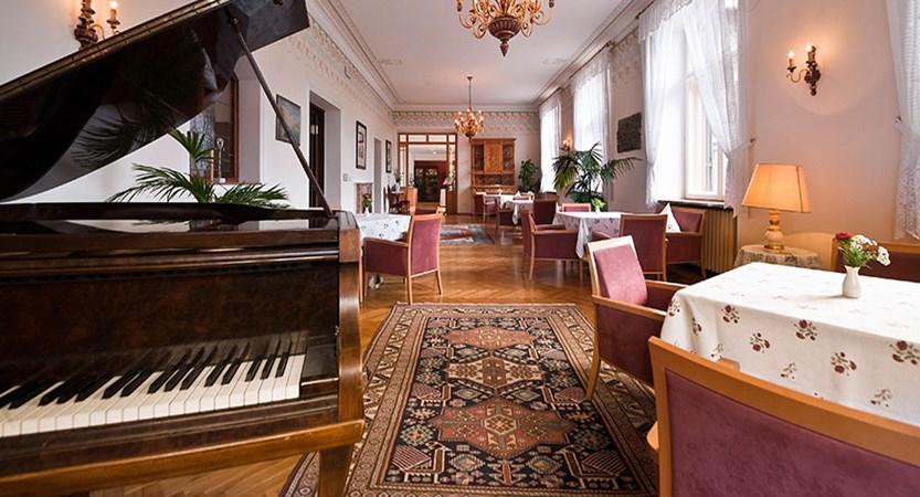 italy_dolomites_kronplatz_hotel-monte-sella_lounge.jpg