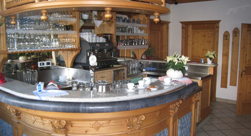 italy_dolomites_la_villa_chalet_hotel_al_pigher_bar.jpg