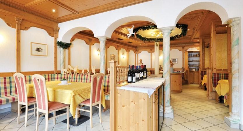 italy_dolomites_la_villa_chalet_hotel_al_pigher_restaurant.jpg