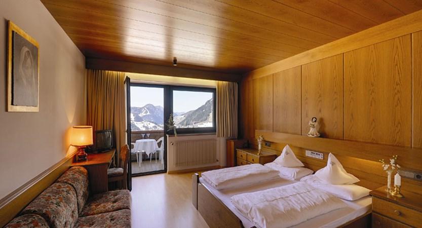 italy_dolomites_selva_hotel-alaska_superior-room.jpg