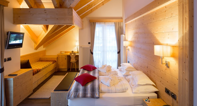 italy_dolomites_selva_hotel-somont_bedroom2.jpg