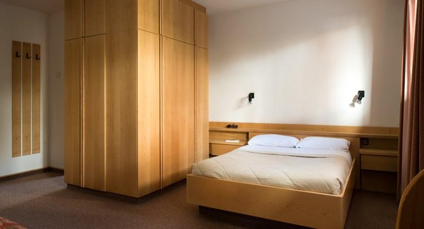 y_dolomites_selva_residence-lores_bedroom.jpg