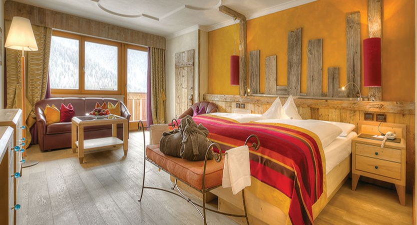 Italy_San-cassiano_Hotel-fanes_Bedroom.jpg