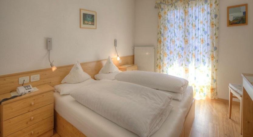 Italy_San-Cassiano_Hotel-la-stua_Bedroom.jpg