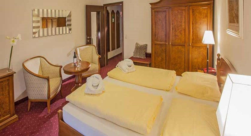 Hotel Feinschmeck, Zell am See, Austria - standard room interior.jpg