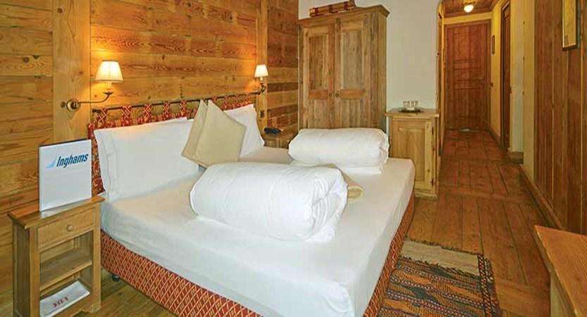 Chalet Hotel Breithorn, Champoluc, Italy - bedroom.jpg