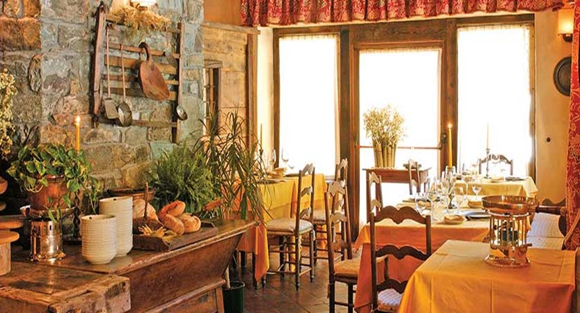 Chalet Hotel Breithorn, Champoluc, Italy - dining room.jpg