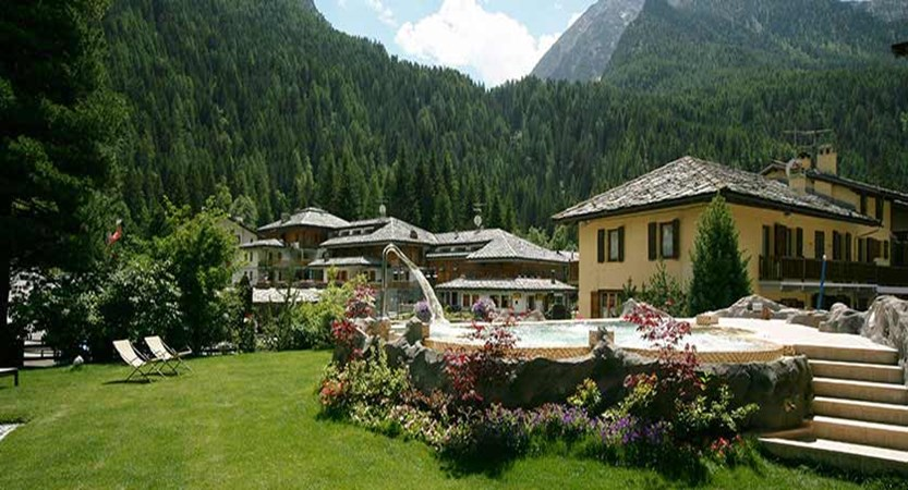 Hotel Relais Des Glaciers, Champoluc, Italy - exterior with outdoor pool.jpg