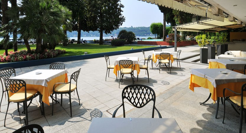 Hotel Salo Du Parc, Gulf of Salo, Italy - Restaurant terrace view.jpg