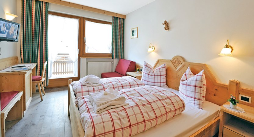 Chalet Hotel Al Pigher, La Villa, Italy - standard bedroom 1 double bed