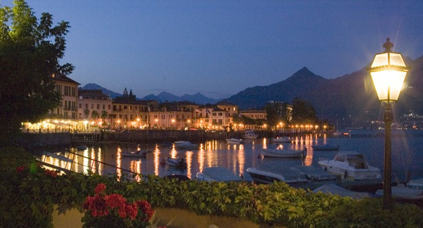 Grand Hotel Menaggio, Menaggio, Lake Como, Italy - View by night.jpg