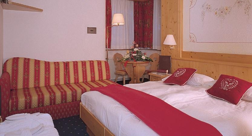 Italy_Dolomites_Ski_Area_Val_di_fassa_hotel_piccolo_bedroom.jpg