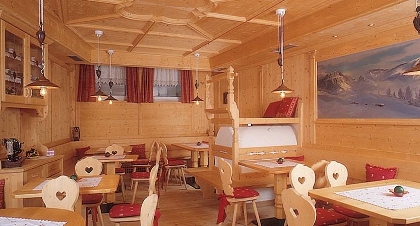 Italy_Dolomites_Ski_Area_Val_di_fassa_hotel_piccolo_dining.jpg