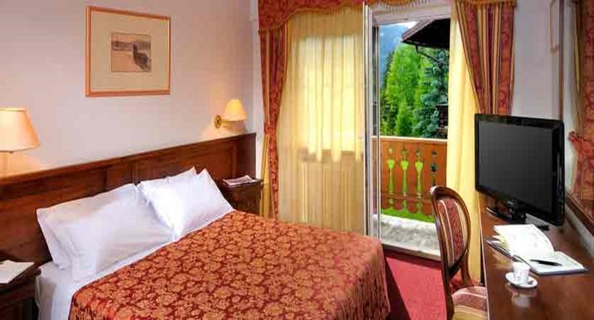 italy_dolomites_canazei_hotel-la-perla_bedroom.jpg