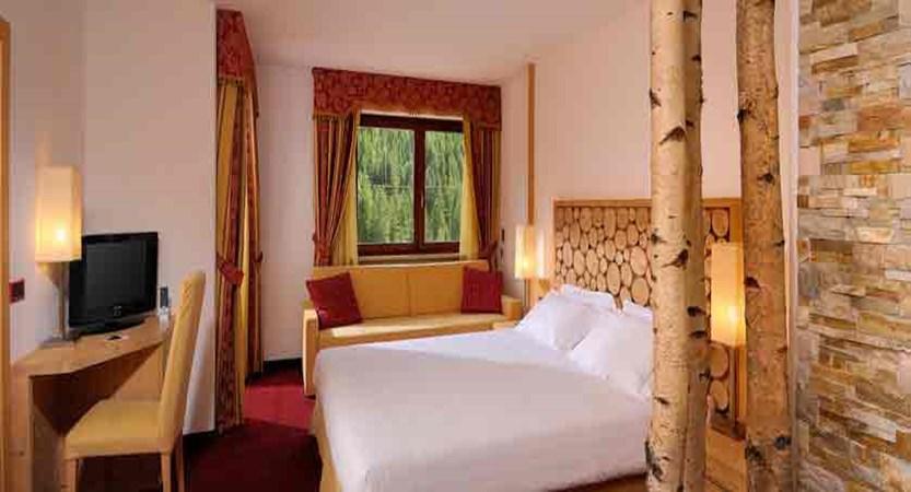 italy_dolomites_canazei_hotel-la-perla_bedroom2.jpg