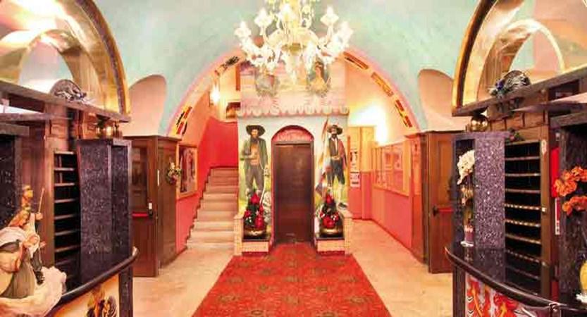 italy_dolomites_canazei_hotel-dolomiti_hall.jpg