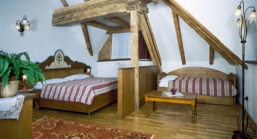 italy_dolomites_canazei_hotel-dolomiti_prestige-room.jpg