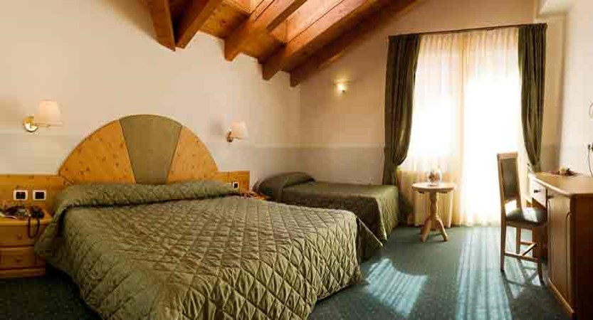 aly_dolomites_canazei_hotel-cristallo_bedroom.jpg