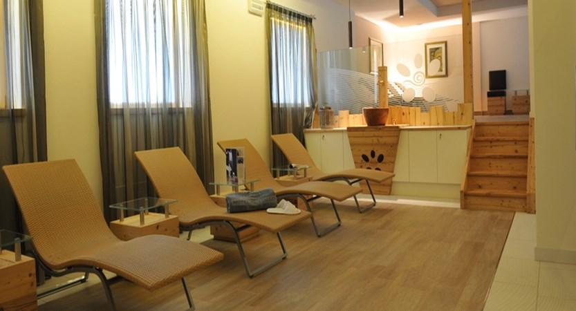 italy_dolomites_canazei_hotel-cristallo_relaxation-area.jpg