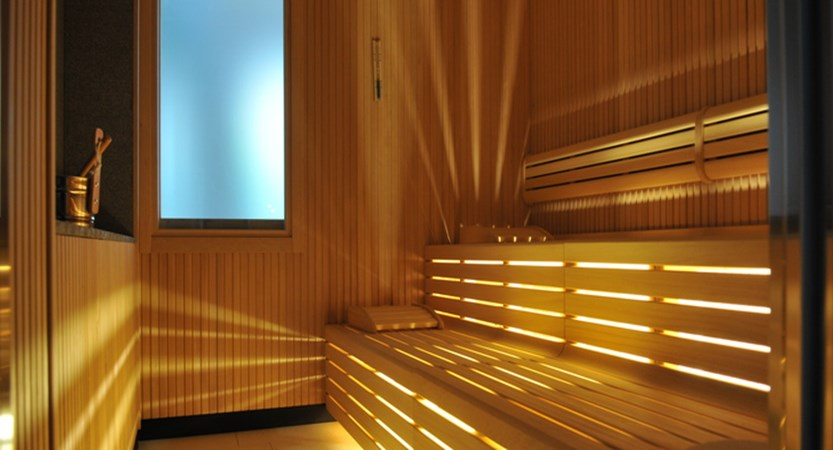 italy_dolomites_canazei_hotel-cristallo_sauna.jpg