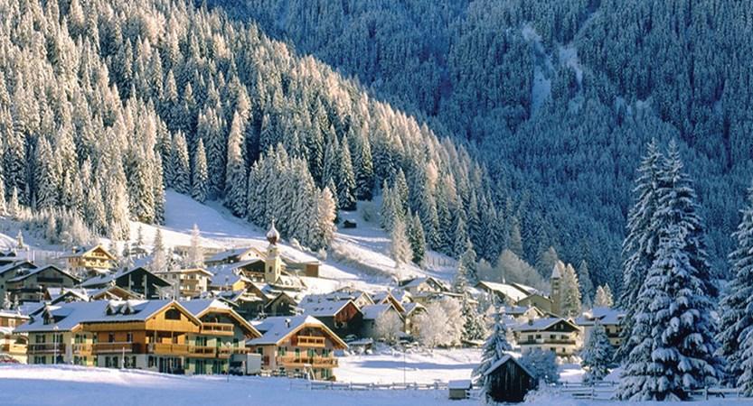 italy_dolomites_val-di-fassa_skier_village.jpg