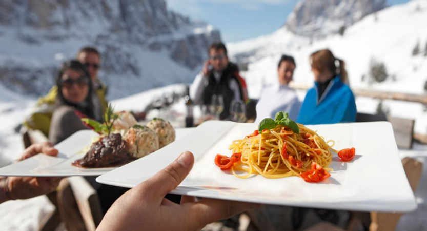 Italy_The-Dolomites-Ski-Area_Food-served-outdoors.jpg