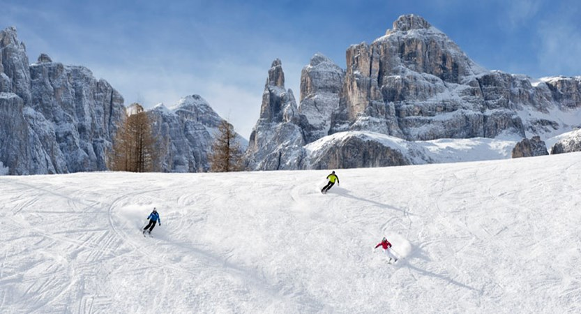 Italy_The-Dolomites-Ski-Area_Skiers-action-mountains2.jpg