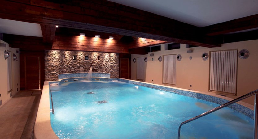 italy_milky-way_sauze-d'oulx_hotel-la-torre_wellness-centre-large-whirlpool.jpg