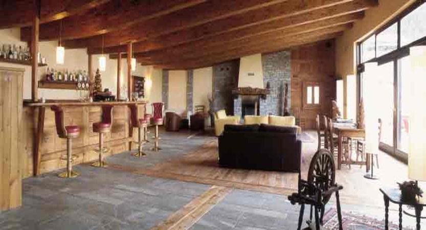 italy_milky-way-ski-area_sauze-doulx_grand-hotel-besson_bar.jpg