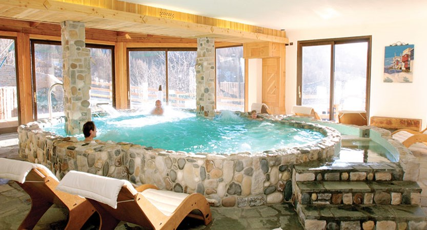 italy_milky-way-ski-area_sauze-doulx_grand-hotel-besson_indoor-pool.jpg