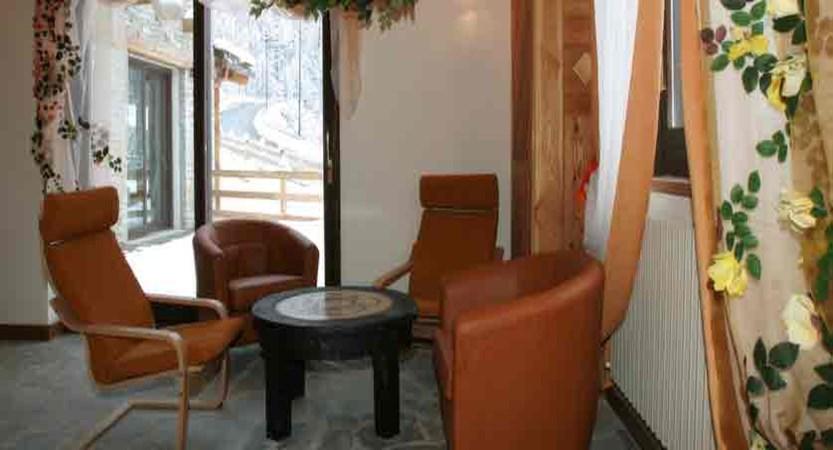 italy_milky-way-ski-area_sauze-doulx_grand-hotel-besson_tea-room.jpg