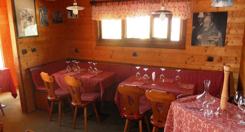 italy_milky-way-ski-area_sauze-doulx_hotel-chalet-del-sole_dining-room.jpg