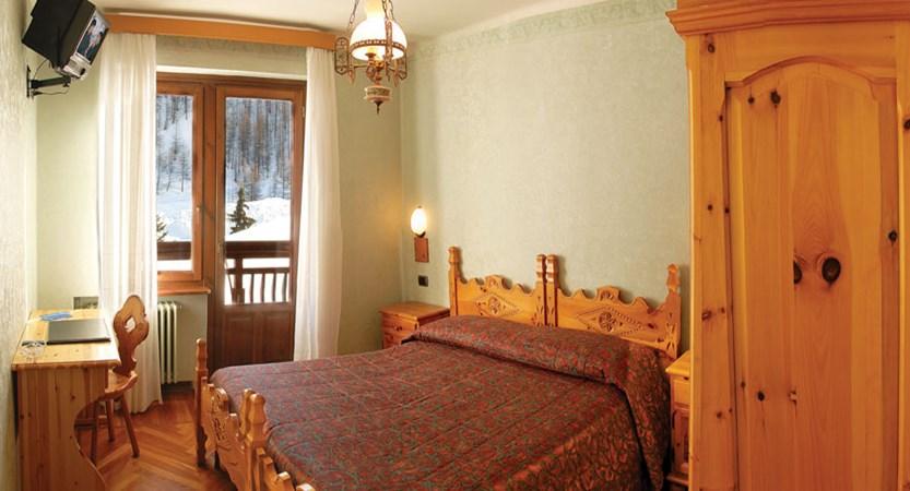 italy_milky_way_ski_area_sestriere_banchetta_hotel_bedroom.jpg