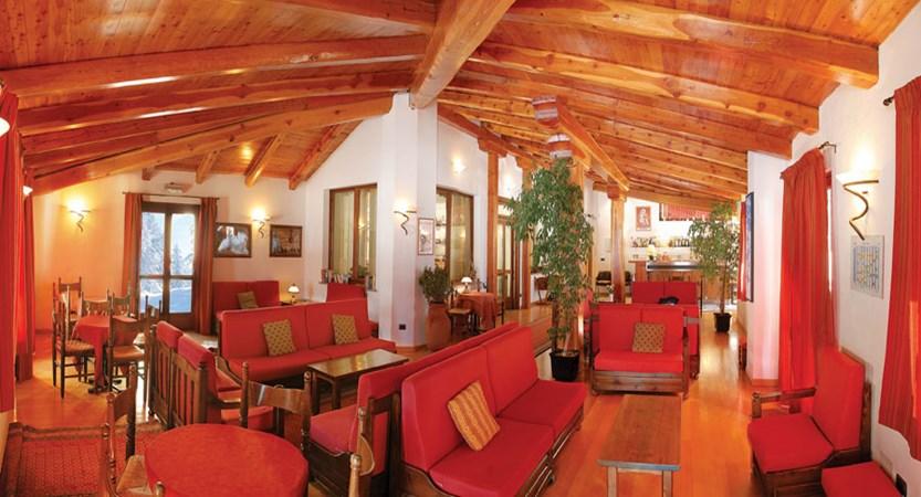 italy_milky_way_ski_area_sestriere_banchetta_hotel_lounge.jpg