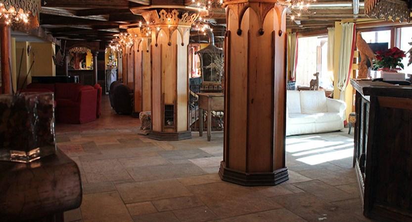 italy_milky_way_ski_area_sestriere_grand_hotel_sestriere_lobby.jpg