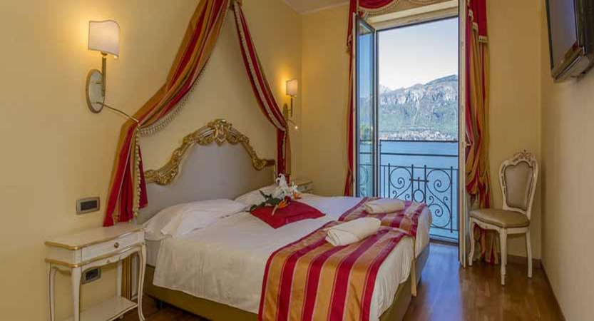 Hotel Britannia Excelsior, Cadenabbia, Lake Como, Italy - Deluxe bedroom.jpg