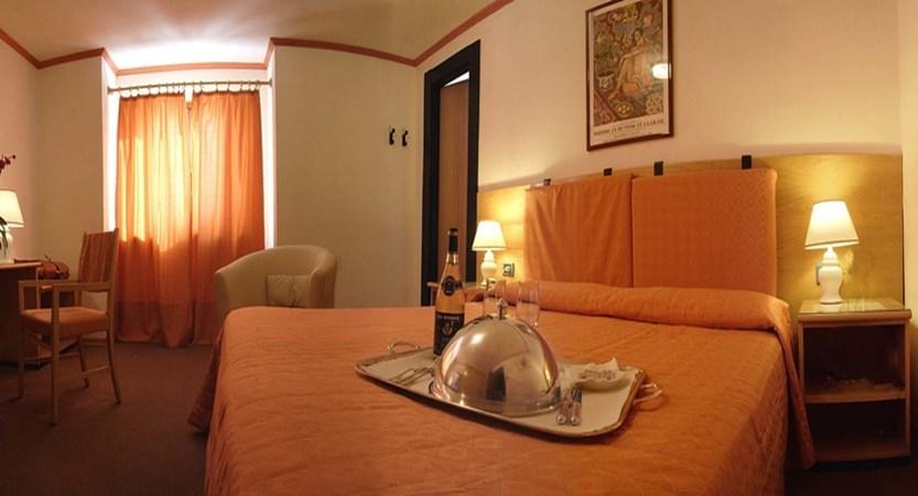 Hotel des Geneys, Bardonecchia, Italy - standard bedroom 1 double bed