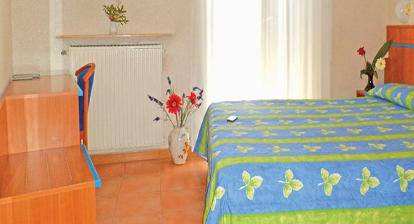 italy_bardonecchia_hotel_la_betulla_bedroom.jpg