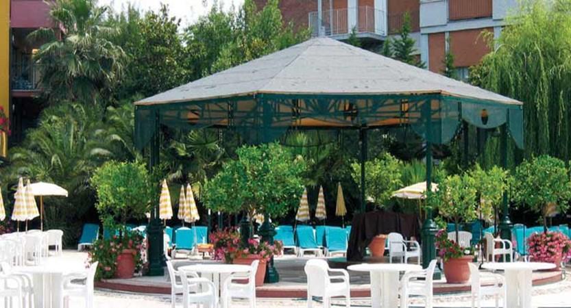 Parc Hotel Gritti, Bardolino, Lake Garda, Italy - Pool Bar.jpg