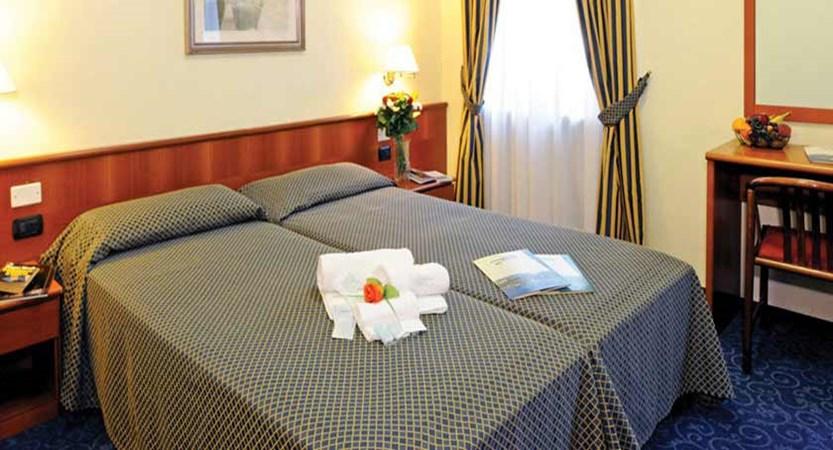 Hotel Du Parc, Garda, Lake Garda, Italy - bedroom.jpg