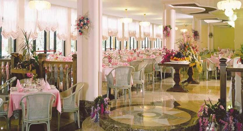 Hotel Park Oasi, Garda, Lake Garda, Italy - restaurant interior.jpg