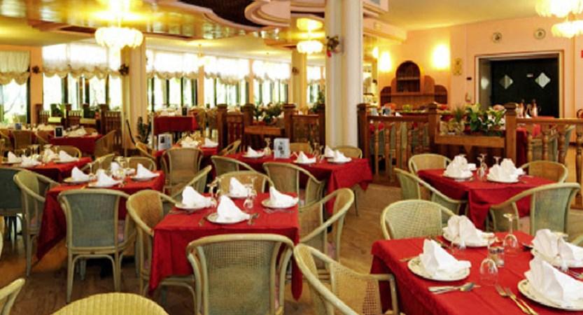 Hotel Park Oasi, Garda, Lake Garda, Italy - restaurant.jpg