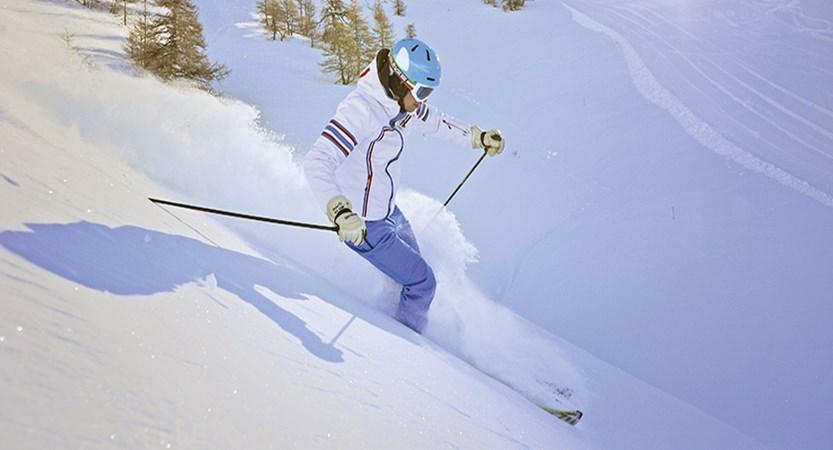 italy_bardonecchia_carving_skiing.jpg